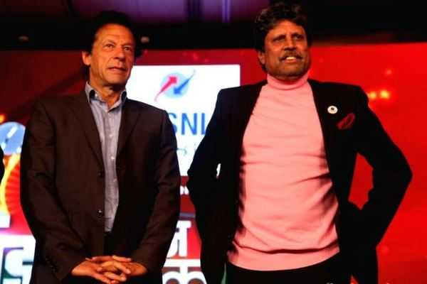 former-cricketers-imran-khan-and-kapil-dev-_600x400