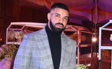 drake-kisses-inappropriately-touches-17-year-girl-on-stage-e1546852777974