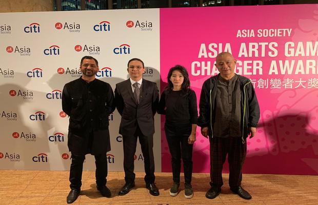 Imran_Qureshi_at_the_Prestigious_Asia_Arts_Game_Changer_Awards_2_620x400