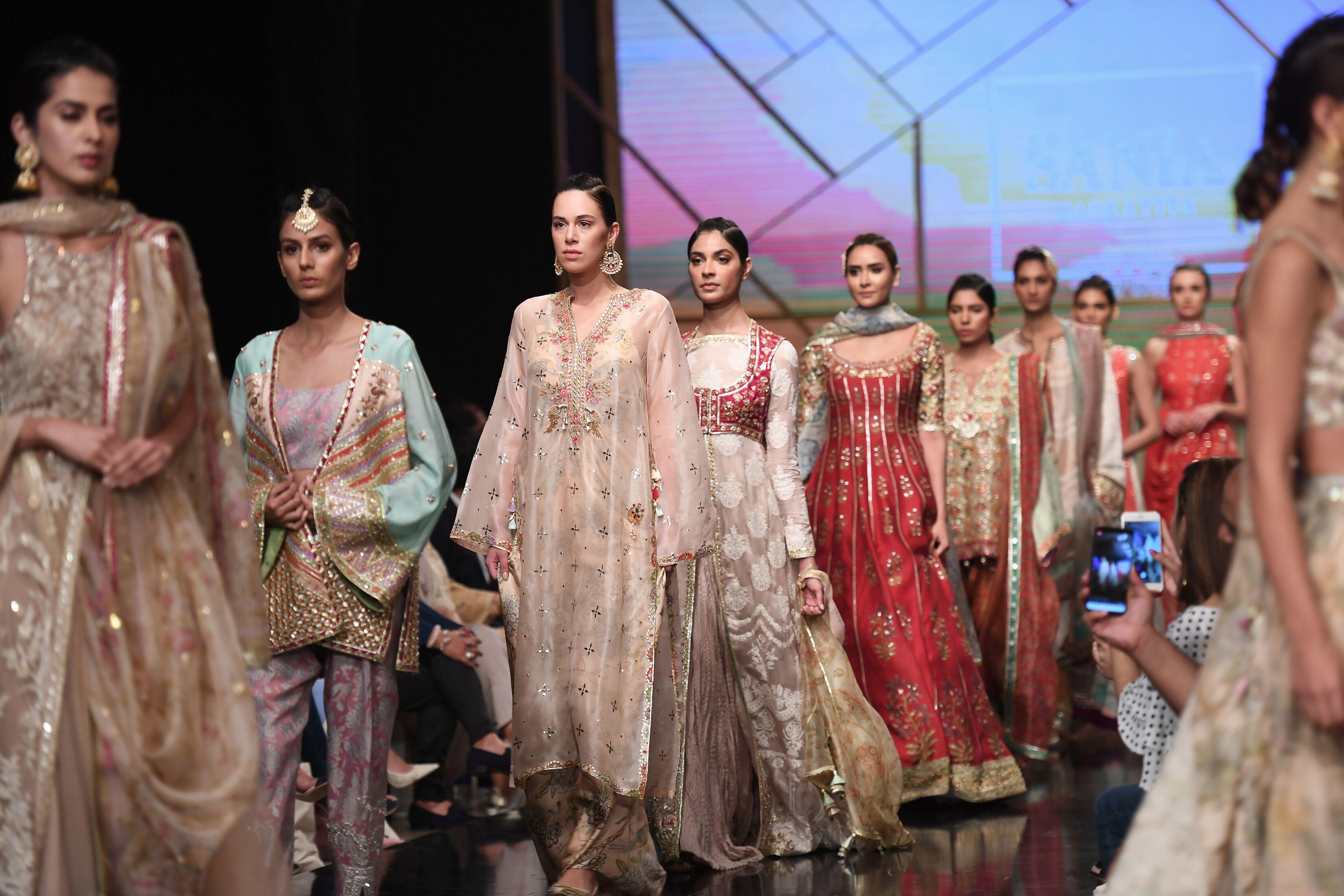Sania Maskatiya reveals 'Isfahan' at Day-1 at PSFW19 - Oyeyeah