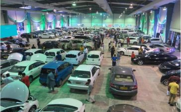 OLX_CarFirst_Holds_another_Car_Bazaar_in_Lahore_-_Picture_620x400