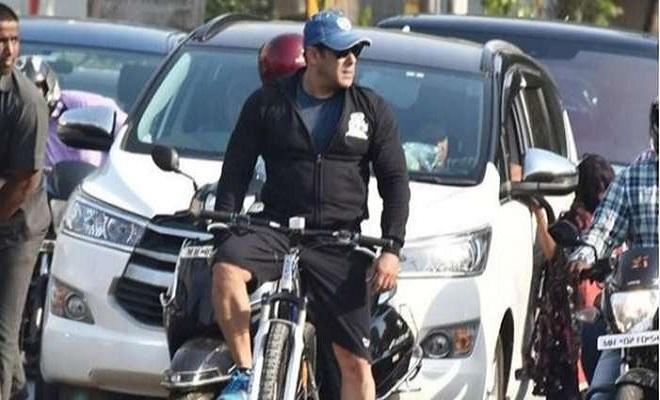 92b9b0711 Salman Khan Goes Cycling, Takes Internet and Mumbai By Storm - Oyeyeah
