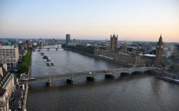 1280px-River_Thames_and_Westminster_Bridge_London-17Aug2009-e1390500119933