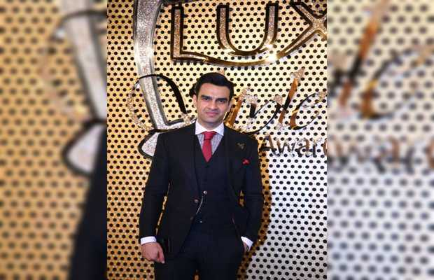 Munib Nawaz's hosting skills are back with Lux Style Awards