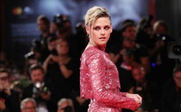 2019-venice-film-festival-kristen-stewart-dazzles-on-the-red-carpet-in-a-fuchsia-dress-at-seberg-premiere