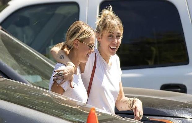 Miley_Cyrus_Girlfriend_Kaitlynn_Carter_620x400
