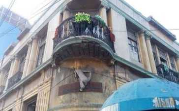 Attention Karachiites! No laundry, only flowers on the balconies orders Commissioner Karachi