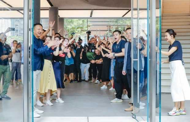 Huawei's First Global Flagship Store Opens in Shenzhen