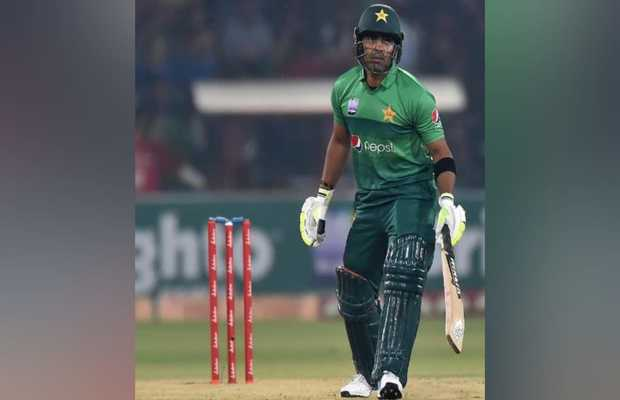 Pakistani Grill Umar Akmal on Social Media for back to back Failure Against SL