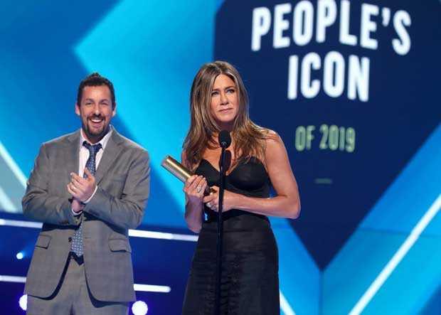 Jennifer-Aniston-Accepts-the-2019