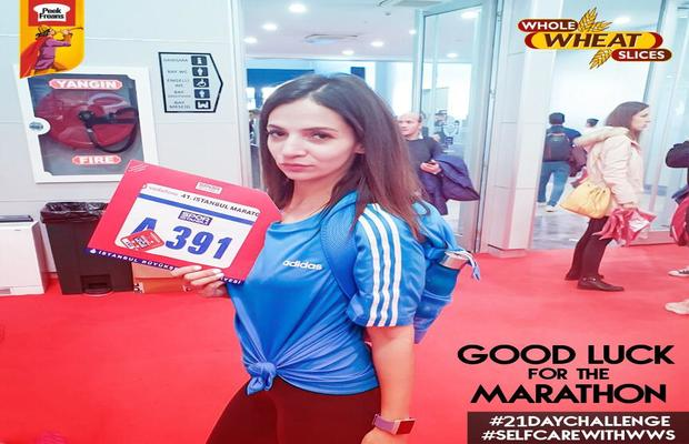 News_Byte_-_Peek_Freans_Whole_Wheat_Slices_Self-Care_Ambassador_Sehr_Beg_Participated_in_the_42K_Istanbul_Marathon_2_620x400