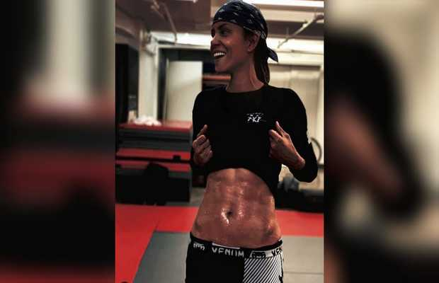 Halle Berry flaunts her six-pack abs