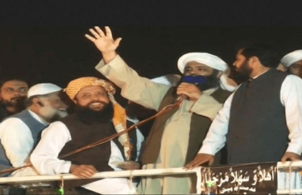 'Go Nawaz Go' or 'Go Imran Go', a slip of tongue of JUI-F's leader