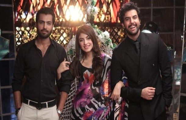 kinza hashmi alongside Asad Siddiqui and Noor Hassan