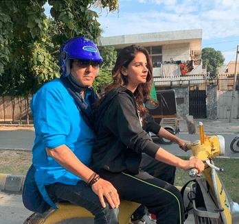 Saba Qamar i riding