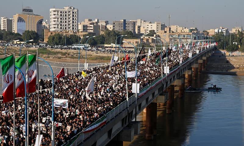 Thousand of Iranian 1