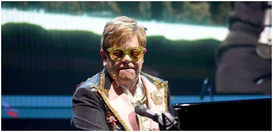 Elton John Halts Concert