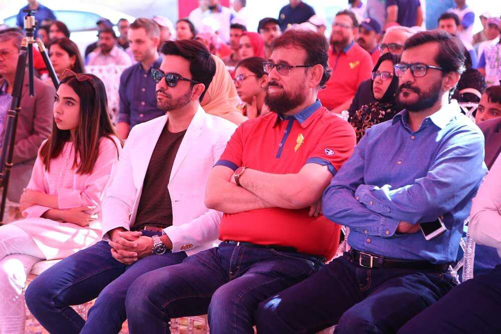 Junaid Khan sat with celebrities