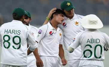 Pakistan's pace trio throttle Bangladesh