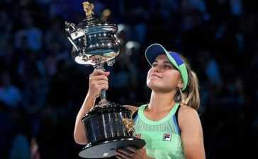 Sofia Kenin wins