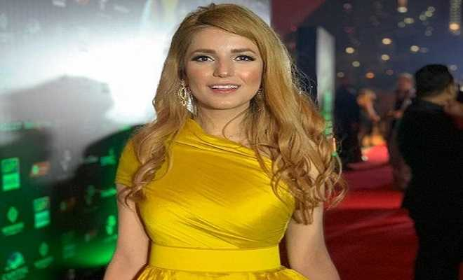 Momina Mustehsan's blonde hair