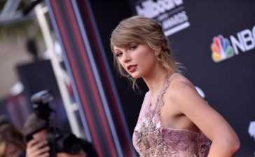 Taylor Swift's fans vote
