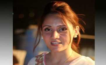 Anchorperson Gharidah Farooqi quarantine at home