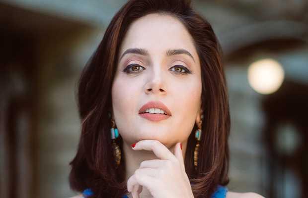 Armeena Rana Khan Throws Shade