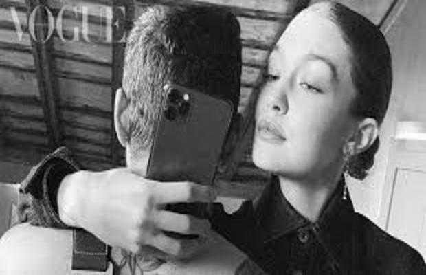 Gigi Hadid selfi