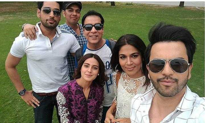 Junaid khan while taking selfie with cast