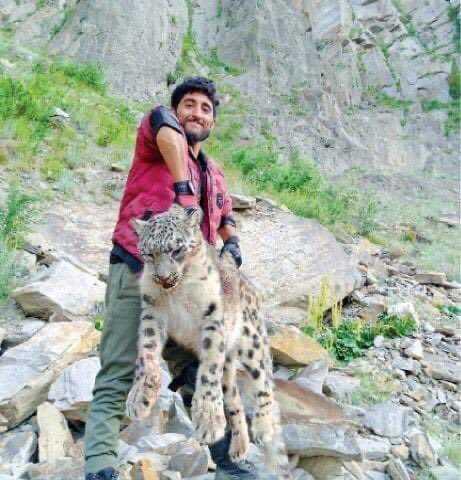 Poacher-holded-leopard