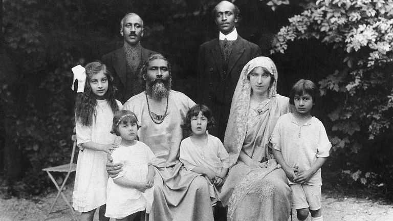 Noor Inayat Khan with family