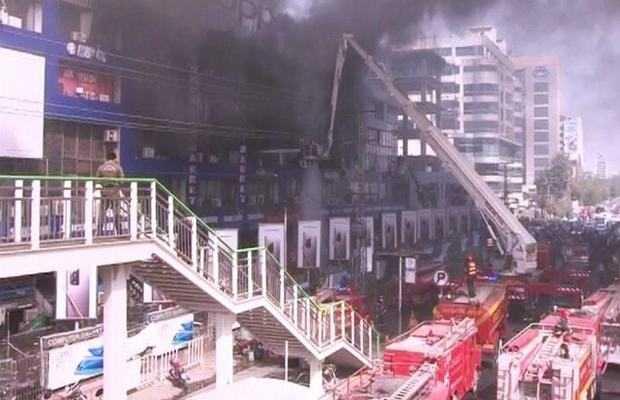 Massive fire engulfs Lahore's Hafeez Centre