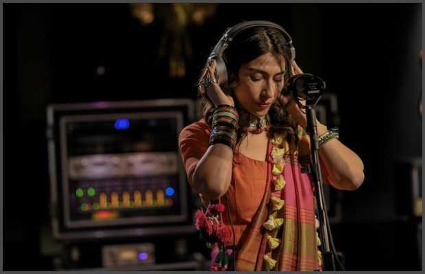 Meesha Shafi singing