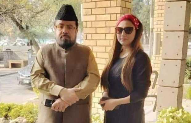 Hareem Shah Slaps Mufti Qavi