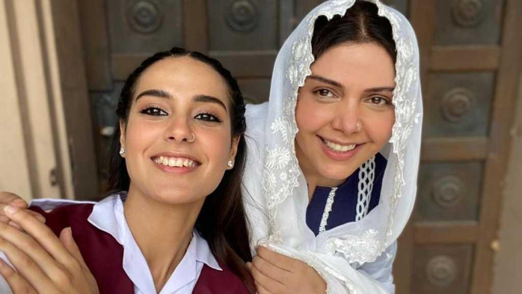 Hadiqa Kiani with iqra aziz