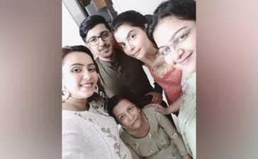 Nida Yasir mother death