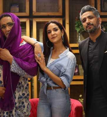 Anoushay Abbasi Hosting