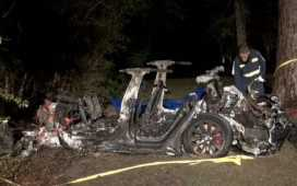 2 Killed in Driverless Tesla Car Crash