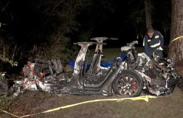 2 Killed in Driverless Tesla Car Crash