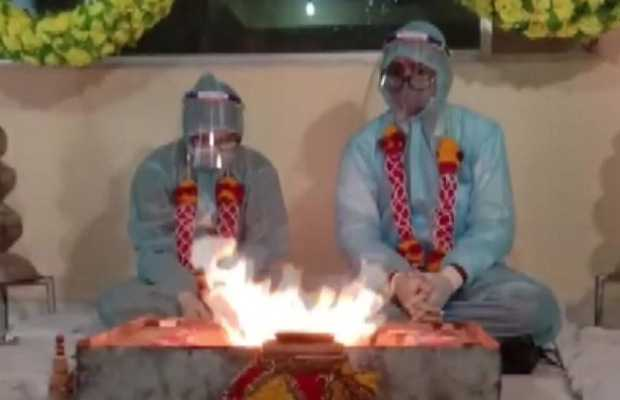 Indian couple ties knot in PPE kits
