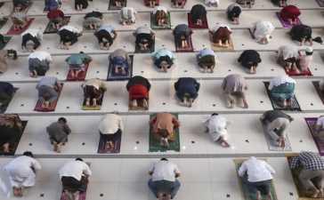 Muslims across the globe mark Eid