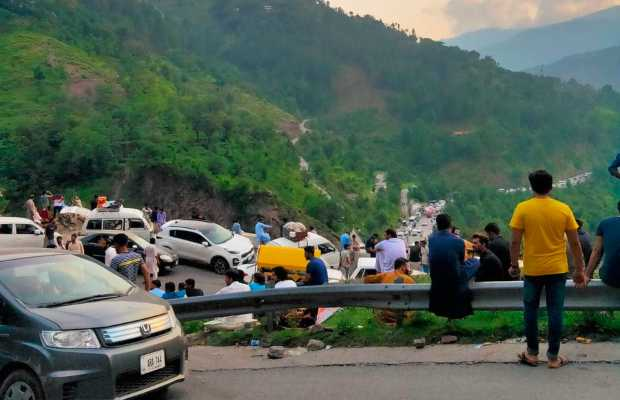 Influx of tourists in Kaghan Valley