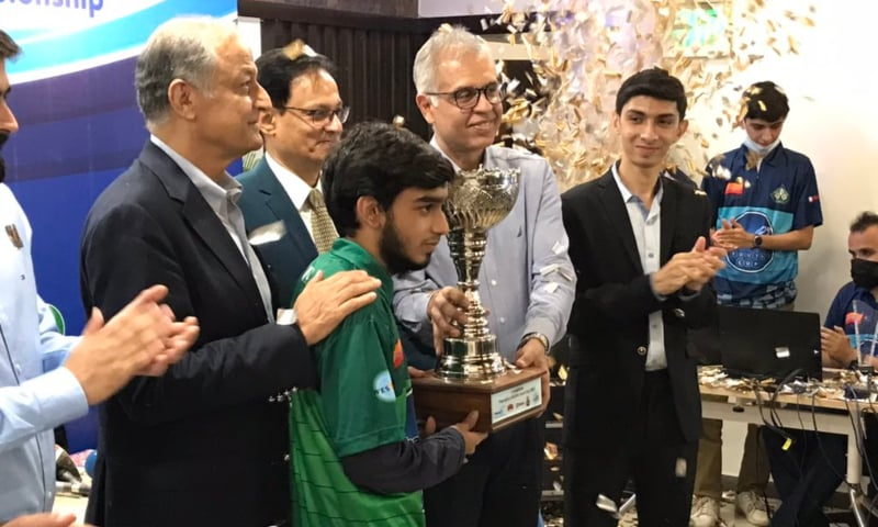 Syed Imaad Ali received trophy
