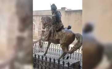 vandalising Raja Ranjit Singh's statue at Lahore Fort