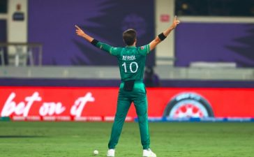 Early wickets by Shaheen Afridi